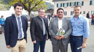 ZAR-Geschäftsführer Martin Stegfellner, Obmann Stefan Lindner (v.l.) und Genetic Austria Gschäftsführer Peter Kreuzhuber (re) mit einem Besucher aus Ägypten-