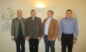 Gerhard Pucher und Hermann Eberhard (2. und 3. von links) werden die Kärntner Charolaiszüchter im österreichweiten Rasseausschus vertreten.