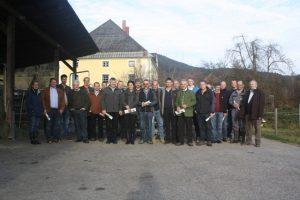 Die Teilnehmer des Kärntner Charolais-Züchtertages am Weingut der LFS Althofen.